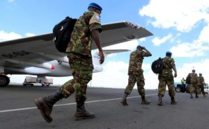 Kenya Defence Forces (KDF) soldiers arrive at the Jomo Kenyatta international airport in Nairobi Kenya, November 9, 2016, after withdrawing in response to the sacking of their Kenyan commander of the UNMISS force following a U.N. inquiry. REUTERS/Thomas Mukoya